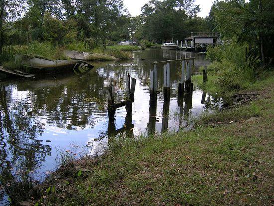 2305 S Dog River Dr, Mobile, AL 36605