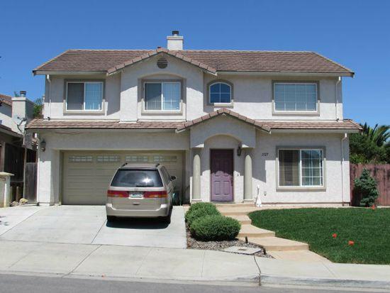 1327 New Hampshire Ct, Salinas, CA 93905