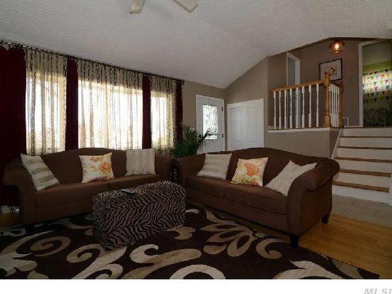 21 Peachtree Ln, Hicksville, NY 11801