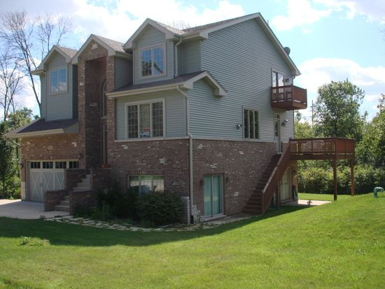 3N024 Lakewood Dr, West Chicago, IL 60185