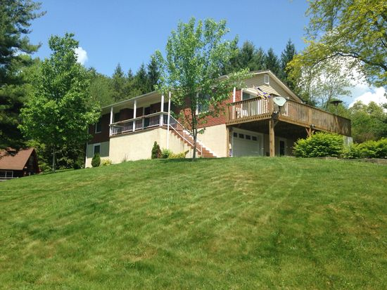 582 Lakeview Dr, Beckley, WV 25801