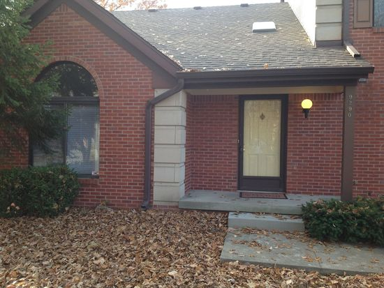 9290 Golden Woods Dr, Indianapolis, IN 46268