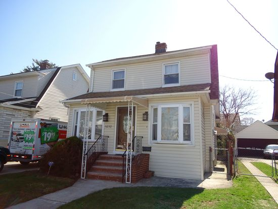 9252 219th St, Queens Village, NY 11428