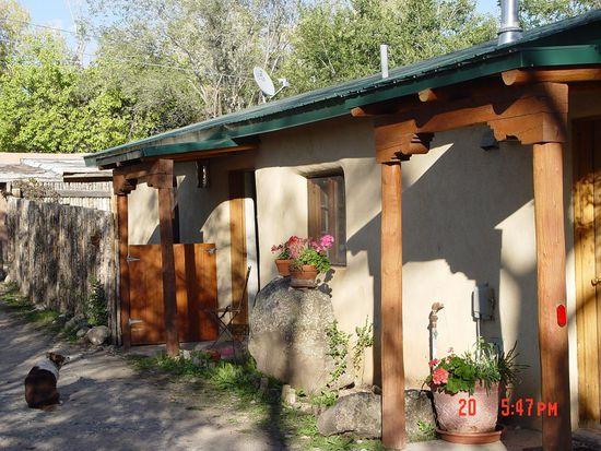 29 Ortiz Rd, Ranchos De Taos, NM 87557