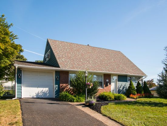 35 Cable Rd, Levittown, PA 19057