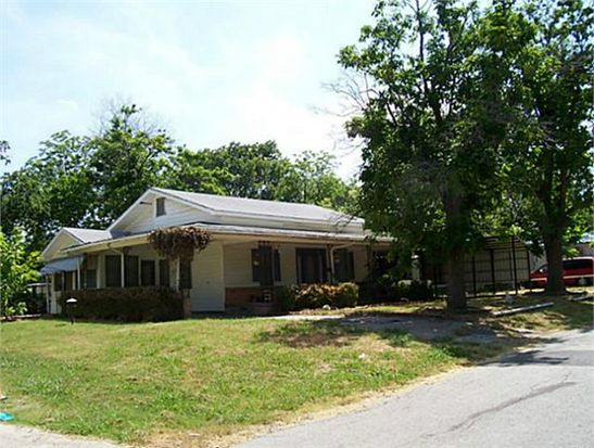 1119 W 12th St, Bonham, TX 75418