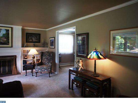 328 Saint Johns Cir, Phoenixville, PA 19460