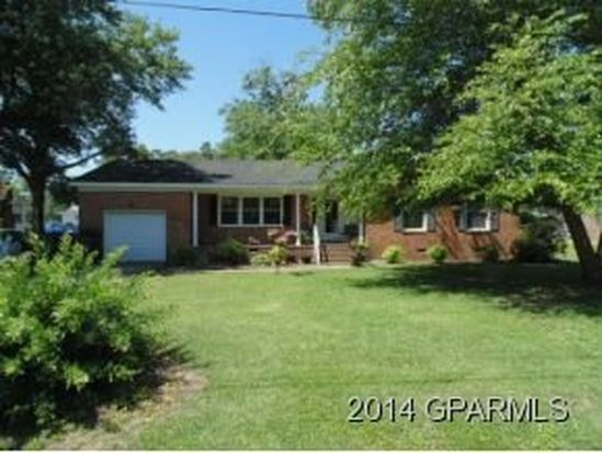 692 Saint Joseph St, Grifton, NC 28530