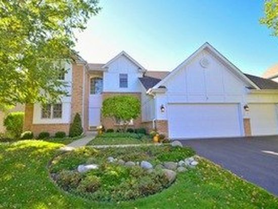 8 Shadow Creek Ct, Lake In The Hills, IL 60156