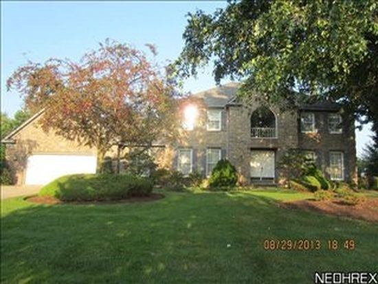 627 Clinton Ln, Cleveland, OH 44143