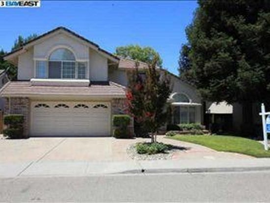 1512 Maple Leaf Dr, Pleasanton, CA 94588