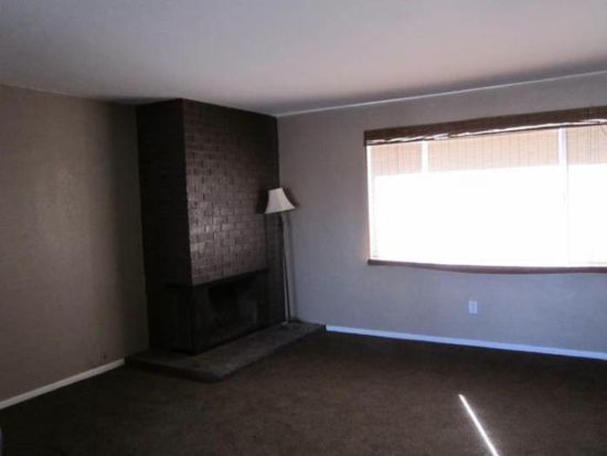 14808 Dakota Rd, Apple Valley, CA 92307