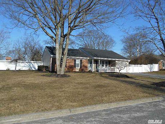 9 Sandy Ct, Farmingville, NY 11738