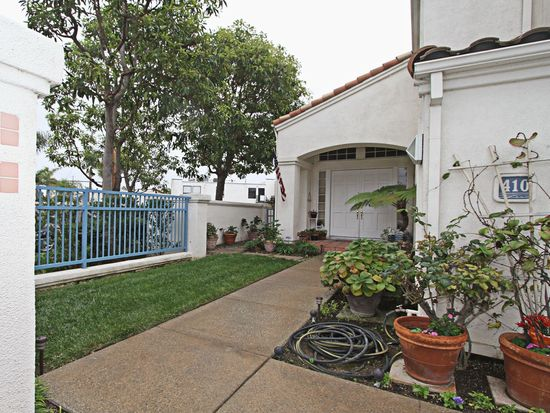 410 Townsquare Ln, Huntington Beach, CA 92648