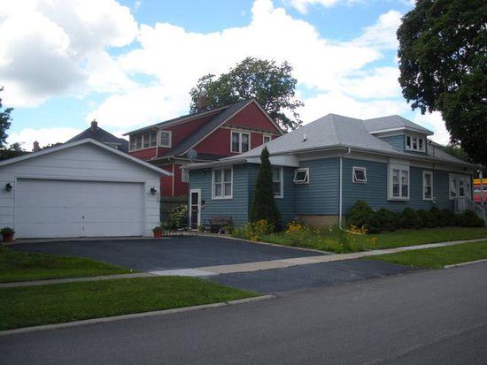 328 N Madison St, Woodstock, IL 60098