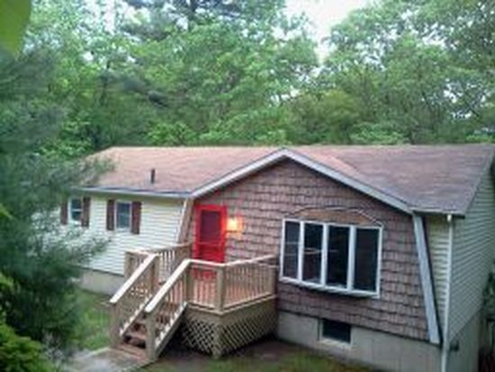 124 Winterberry Dr, Milford, PA 18337