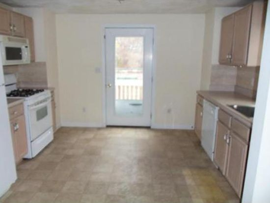 27 Townsend Ave, Lowell, MA 01854
