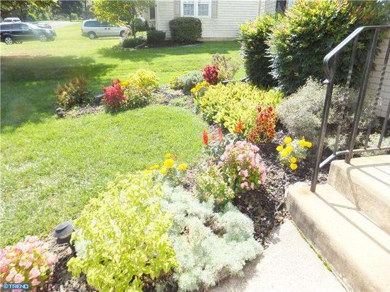 406 Valley View Rd, Willow Grove, PA 19090