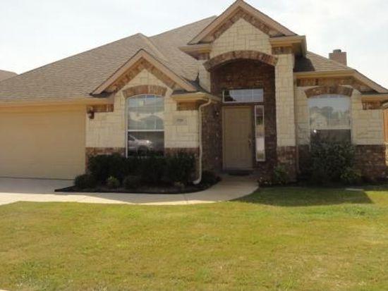 8709 Vista Royale Dr, Fort Worth, TX 76108
