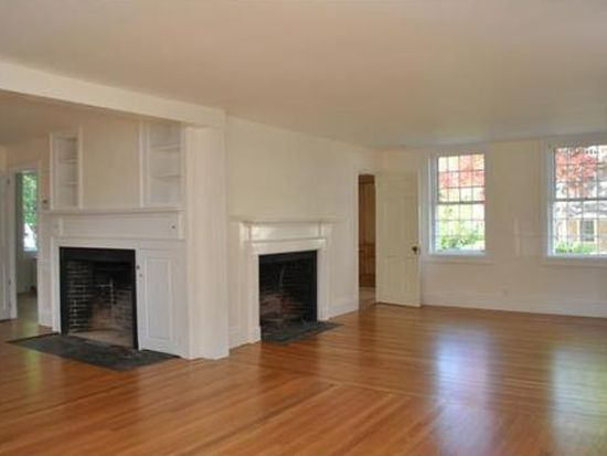5 Middle St, Dartmouth, MA 02748