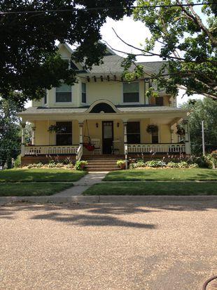 217 S Locust Ave, New Hampton, IA 50659