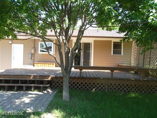 819 28th Ave S, Grand Forks, ND 58201