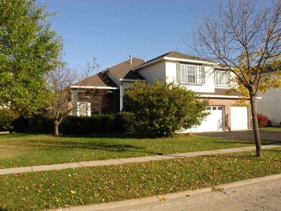 130 Ellis Rd, Lake In The Hills, IL 60156