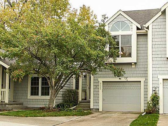 2543 Pine Cir, Urbandale, IA 50322