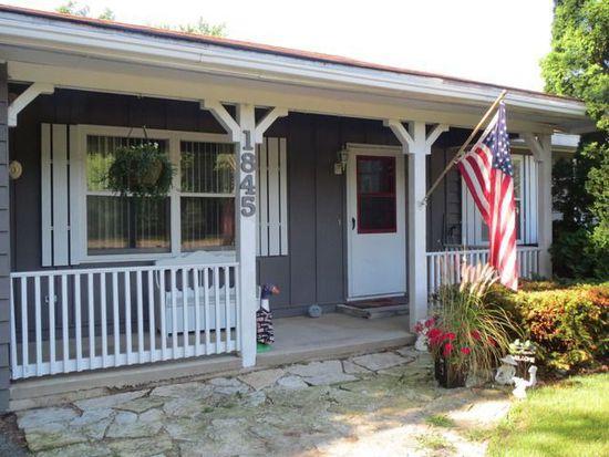 1845 Pine Bluff Rd, Morris, IL 60450