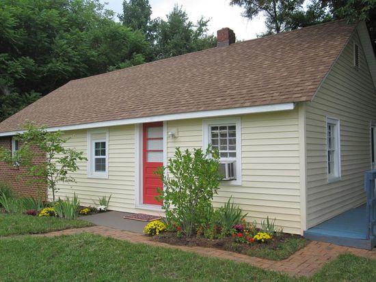 9861 Smith Mountain Lake Pkwy, Huddleston, VA 24104