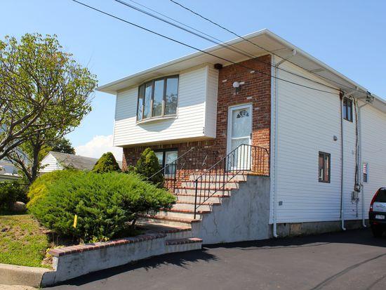 24 Shore Rd, Lindenhurst, NY 11757