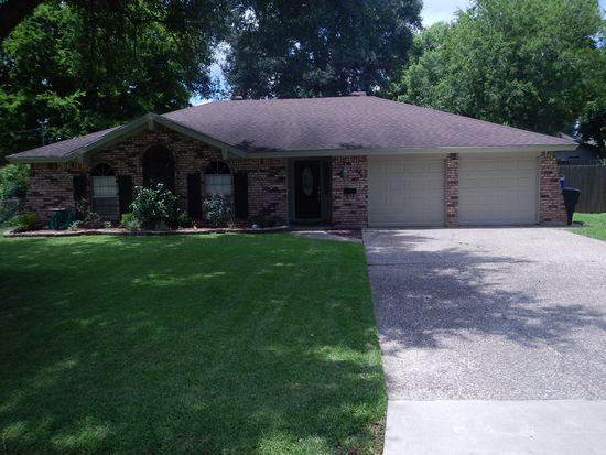 6445 Capitol St, Groves, TX 77619