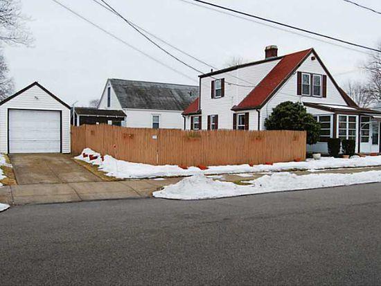 226 Woodhaven Rd, Pawtucket, RI 02861