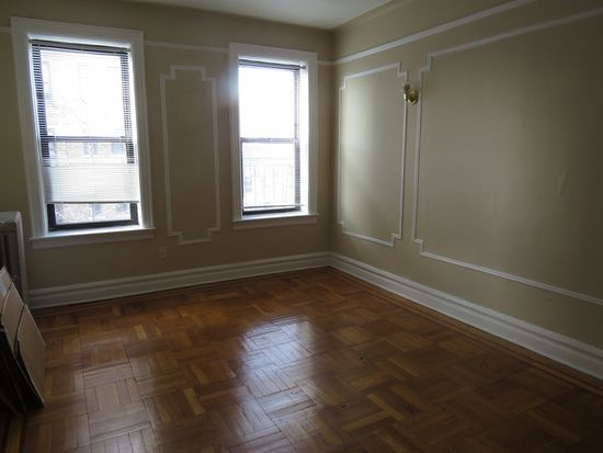 3206 35th Avenue 3, Astoria, NY 11106