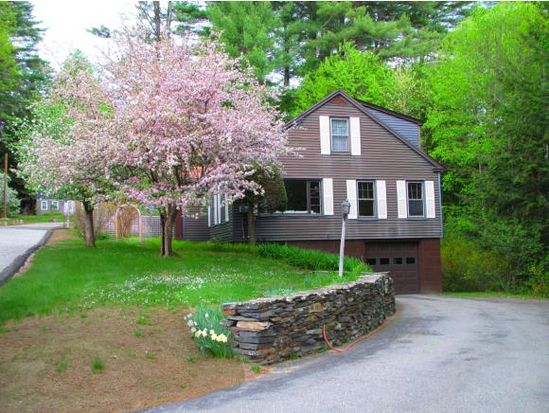 169 New England Dr, Brattleboro, VT 05301
