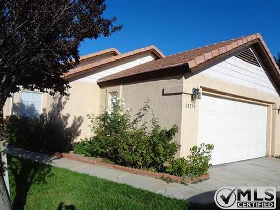 11579 Oak St, Apple Valley, CA 92308