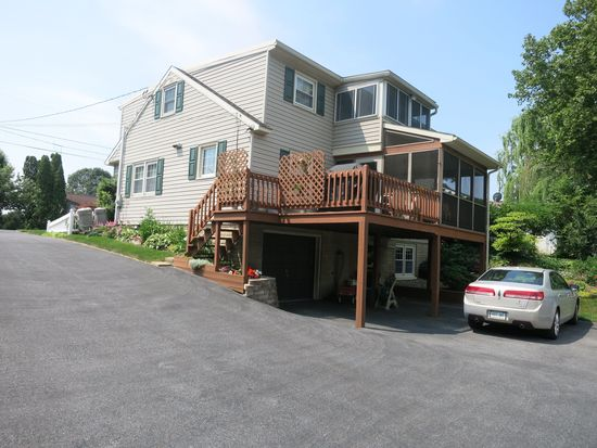 593 W Broad St, New Holland, PA 17557