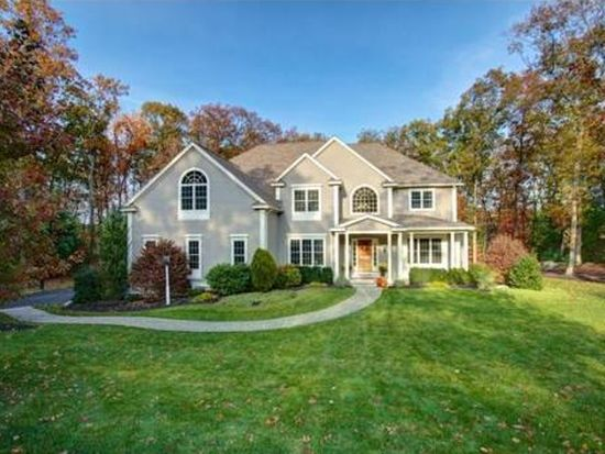 22 Overlook Dr, Bedford, MA 01730