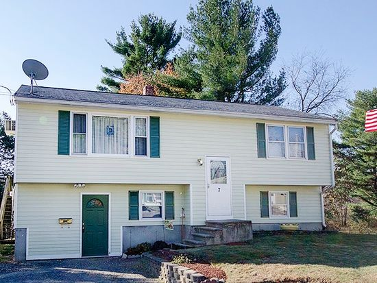 7 Florence St, Derry, NH 03038