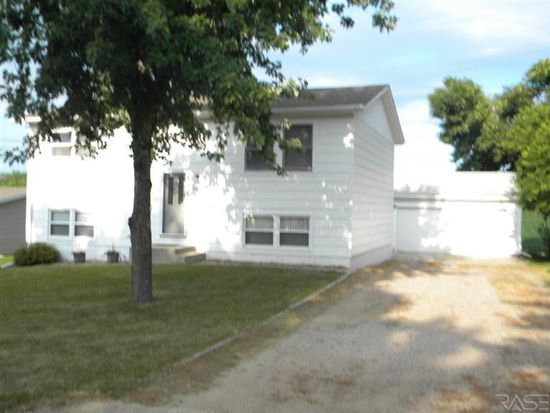 404 Maple St, Valley Springs, SD 57068