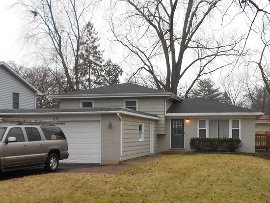 28 Hilltop Dr, Lake In The Hills, IL 60156