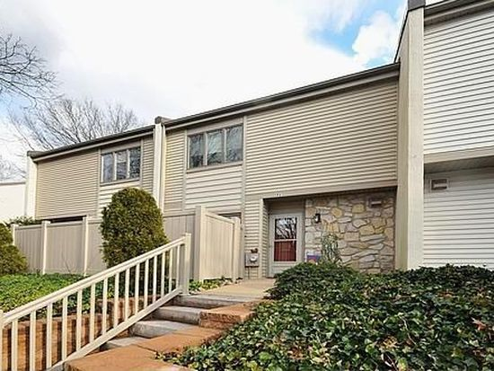 71 Twin Brooks Dr # J-71, Willow Grove, PA 19090