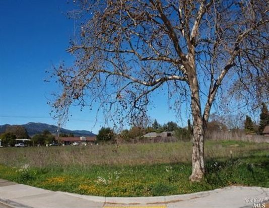 889 Hayes St, Sonoma, CA 95476