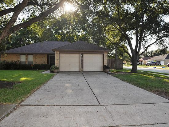 301 Indianmeadow Dr, League City, TX 77573