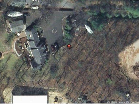 394 Hoffman Ln, Hauppauge, NY 11788