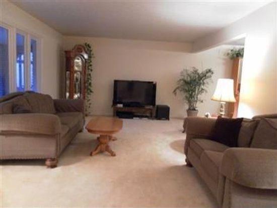 16560 N White Oaks Dr, Strongsville, OH 44136