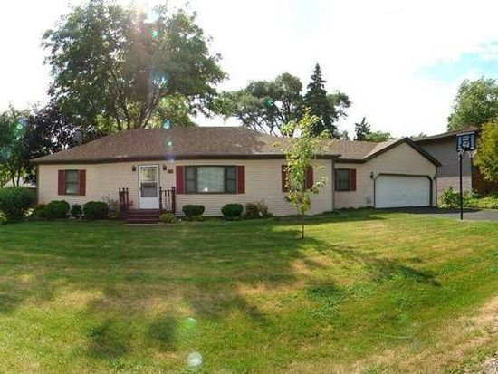 303 Meadow Ln, Lake In The Hills, IL 60156