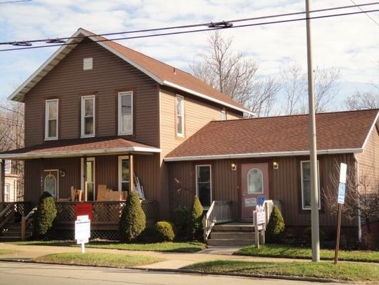 202 N Broad St, Grove City, PA 16127