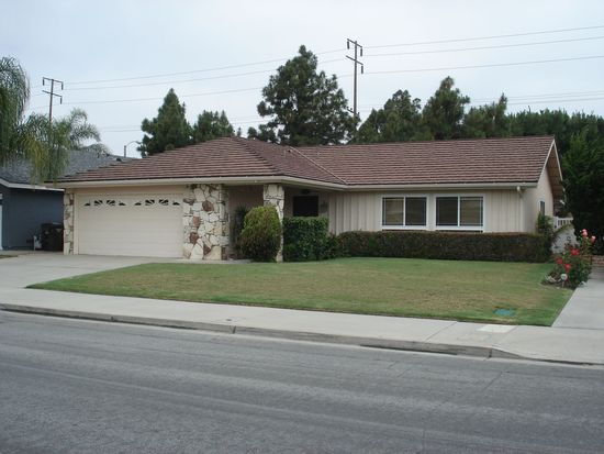 6811 Red Coach Dr, Huntington Beach, CA 92647