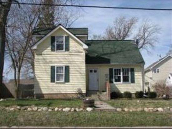 1004 Dean St, Woodstock, IL 60098